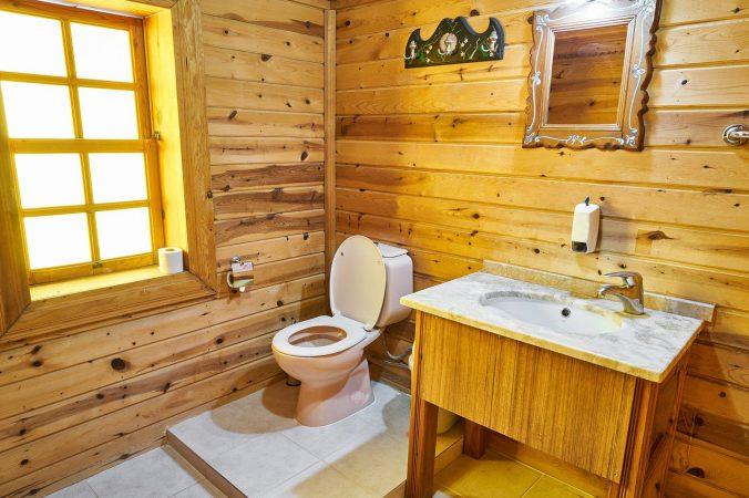 Badkamer met houten look